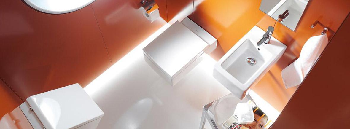 ultramodernes Badezimmer in Weiss und Orange