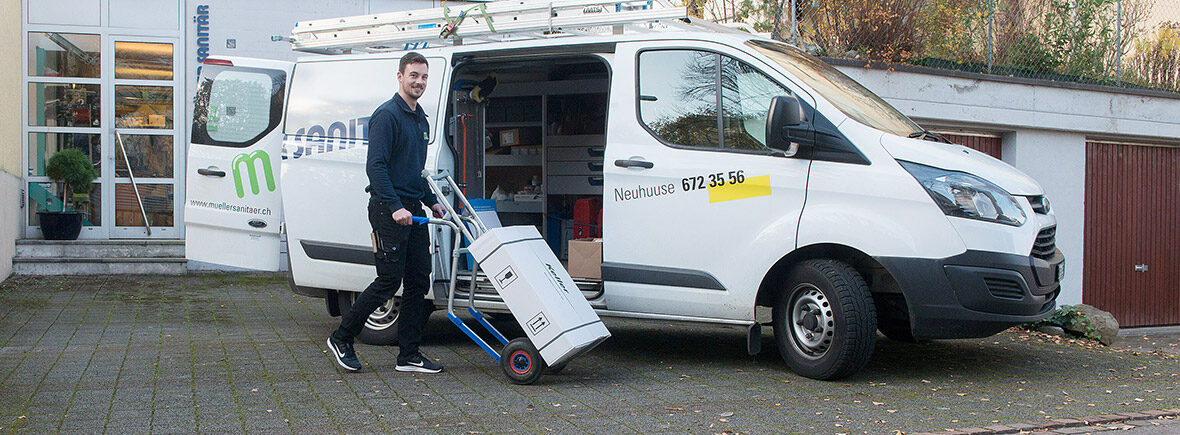 Handwerker beim Transportieren